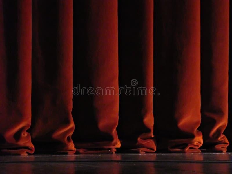 Tende rosse del teatro immagine stock libera da diritti