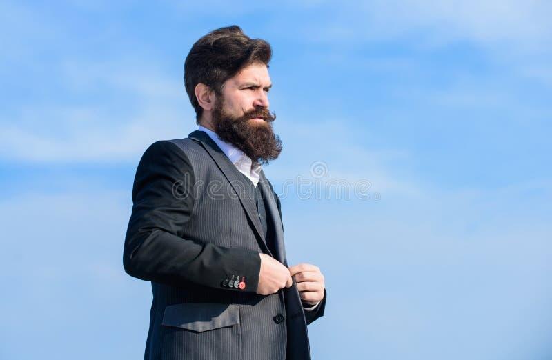 Tendencia de la moda de la barba El comienzo con rutina de la preparación y lleva en última instancia un mejor mundo Inconformist fotos de archivo