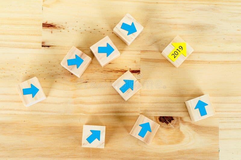 Blaue tafel mit pfeil stockbild bild von verk ufe grow for Gelbe tafel