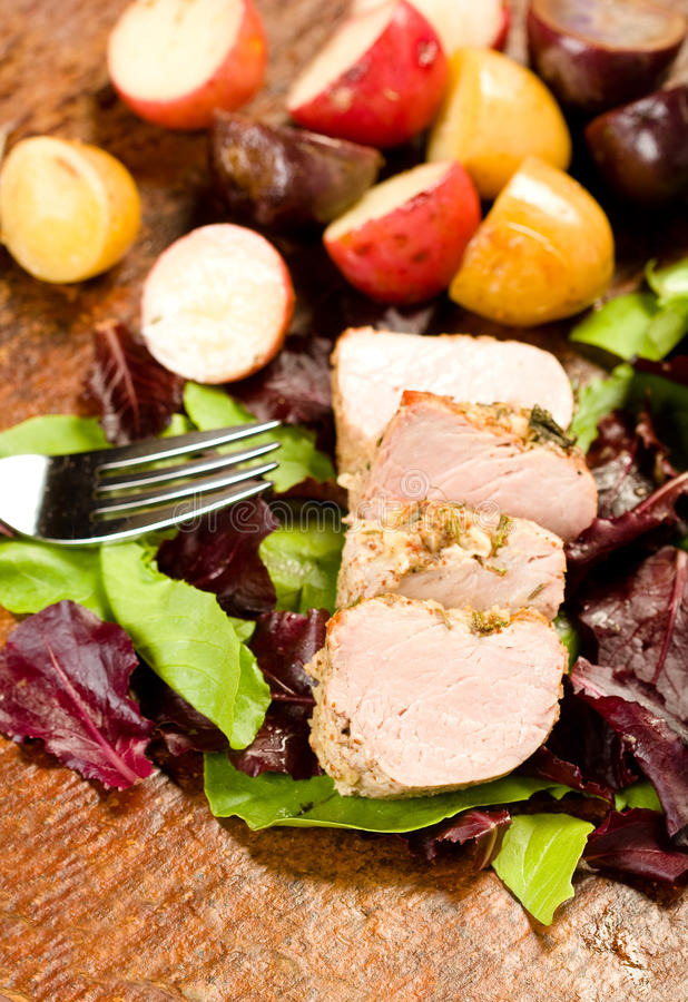 Download Tenderloin De Carne De Porco Encrusted Erva Foto de Stock - Imagem de pork, vegetal: 10064076