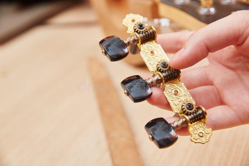 Tendeur de ficelle de guitare image stock