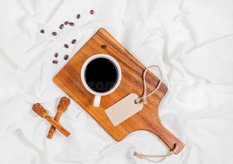 Tendo uma chávena de café imagem de stock royalty free