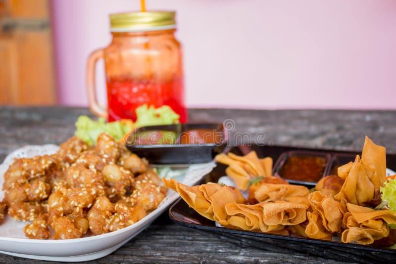 Tendones fritos del pollo imagen de archivo