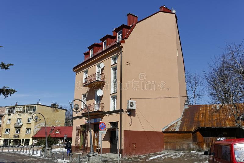Tenement dom na słonecznym dniu zobaczy w Zakopane fotografia royalty free