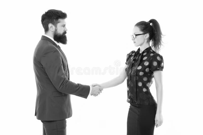 Tenemos un reparto Sociedad en negocio Hombre y mujer que sacuden las manos Hombre barbudo y mujer atractiva Pares del asunto fotografía de archivo libre de regalías