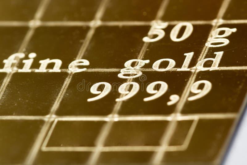 Tenencias de oro físicas imagenes de archivo