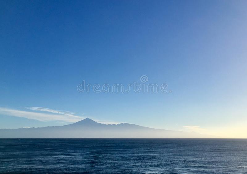 Tenerife από απόσταση στοκ εικόνες με δικαίωμα ελεύθερης χρήσης
