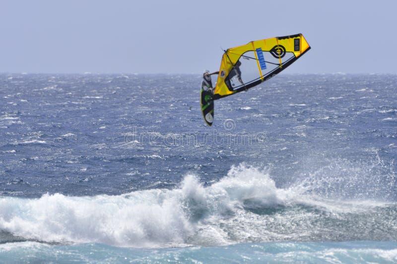 TENERIFE 11 DE AGOSTO: PWA que practica surf, el 11 de agosto de 2017 Tenerife imágenes de archivo libres de regalías