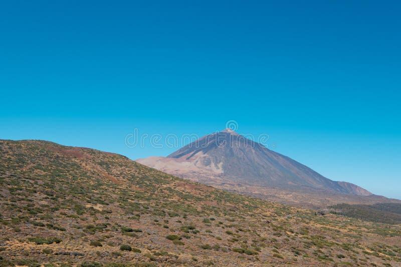 Tenerife góry krajobraz i niebieskie niebo - Pico Del Teide - zdjęcia royalty free