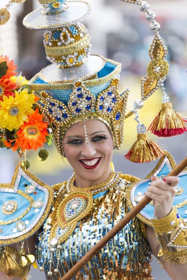 TENERIFE, O 9 DE FEVEREIRO: Caráteres e grupos no carnaval imagens de stock