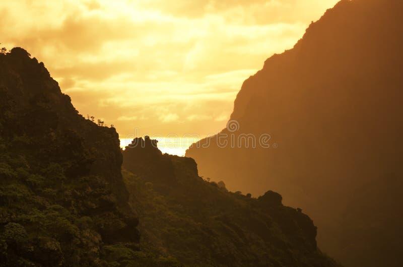 Tenerife op zonsondergang stock afbeelding