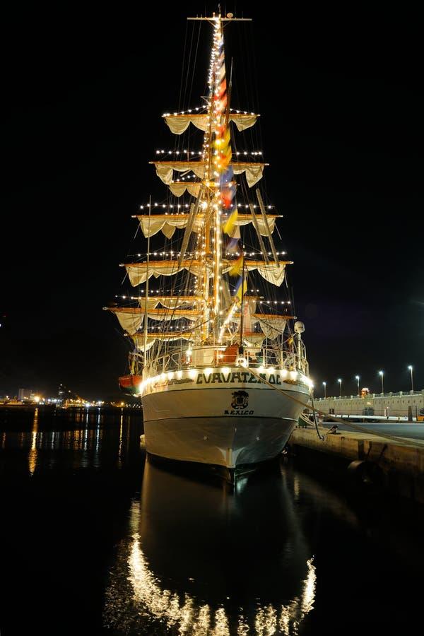 TENERIFE SEPTEMBER 13: Det mexicanska skolaskeppet anslöt på porten av Santa Cruz de Tenerife royaltyfri bild