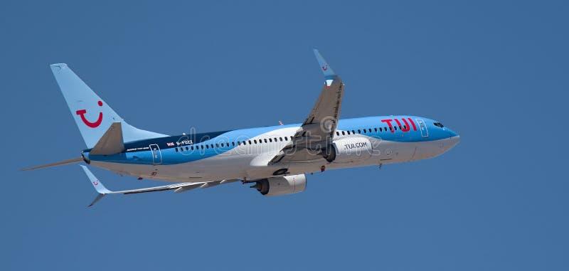 Tenerife, Spanje 15 03 2019 de vliegtuigen van TUI Airlines Boeing 787-800 het vliegen stock foto