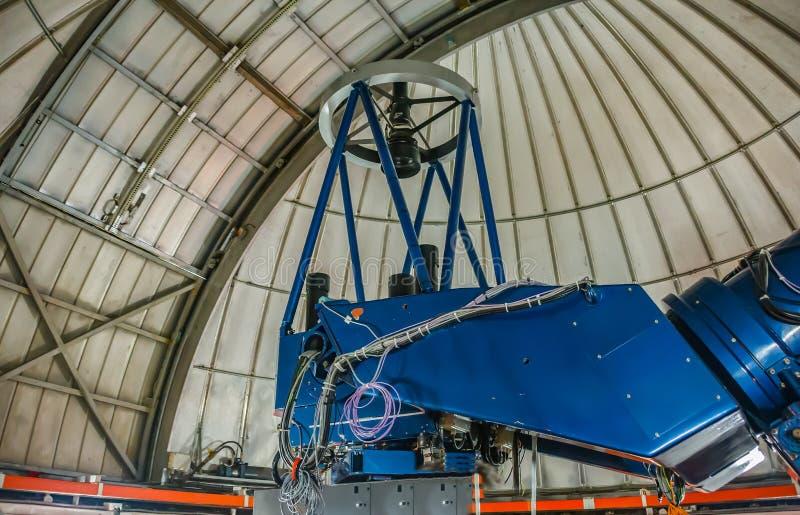 Tenerife, Spanje - Maart 03, 2017 Newton Telescope van het Astronomische Waarnemingscentrum van Teide, voorbereiding voor observa stock afbeelding