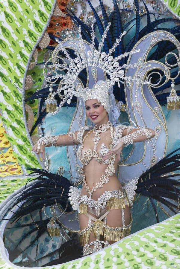 TENERIFFA, AM 9. FEBRUAR: Charaktere und Gruppen im Karneval lizenzfreies stockbild