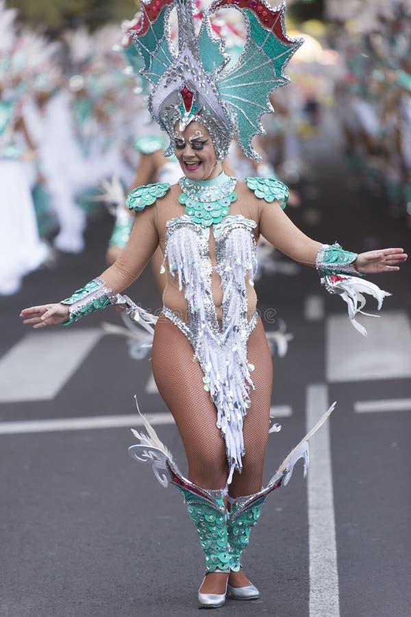 TENERIFFA, AM 9. FEBRUAR: Charaktere und Gruppen im Karneval stockfoto