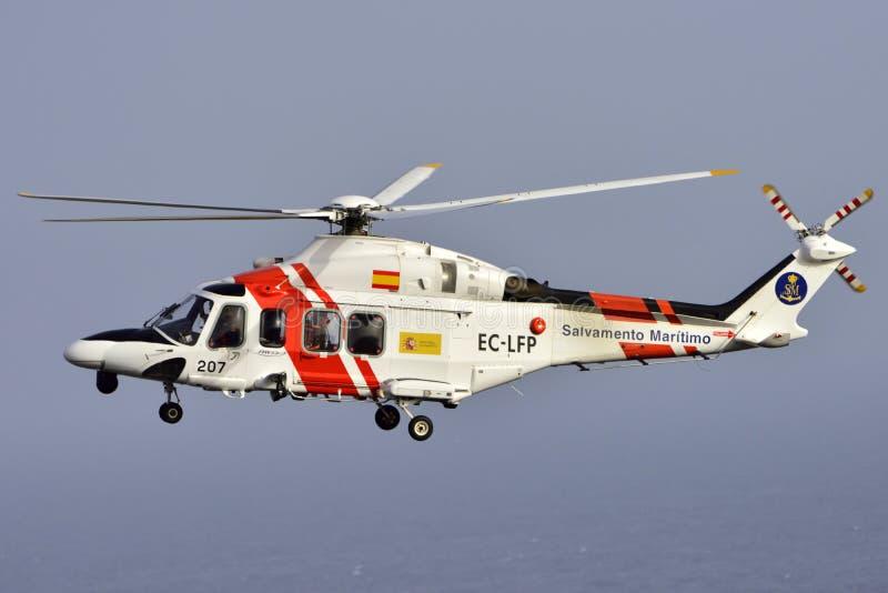 TENERIFFA AM 17. JULI: Hubschrauberseenotrettung 17. Juli 2017 Teneriffa stockfotos