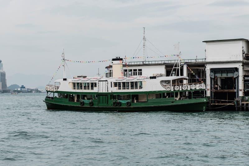 Tenez le premier rôle le dock de ferry-boat au pilier de Victoria Harbor images stock
