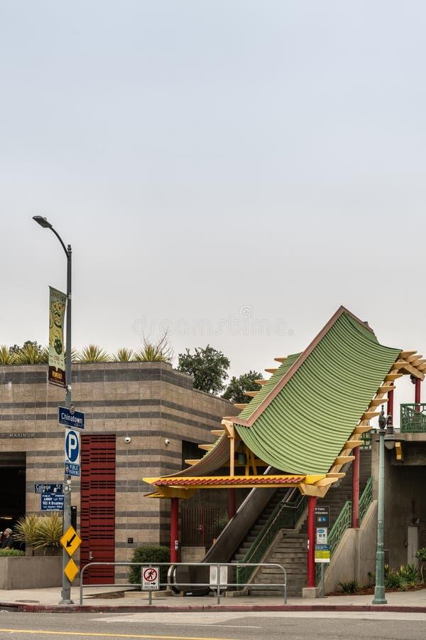 Tenga acceso a la estación de metro de Chinatown, Los Ángeles California foto de archivo
