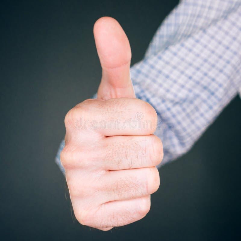 Tenga gusto y apruebe del gesto de mano con el pulgar para arriba fotografía de archivo