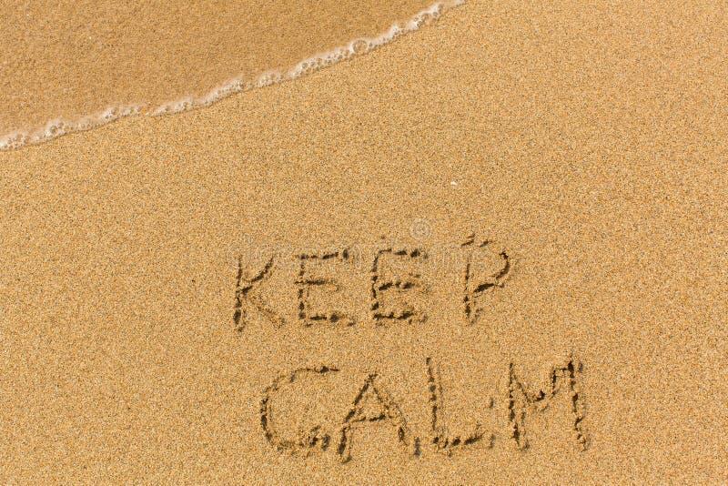 Tenga la calma - attinta la spiaggia di sabbia fotografie stock libere da diritti