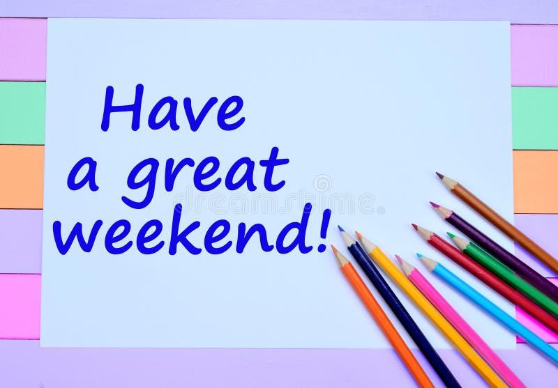 Tenga palabras grandes de un fin de semana en el papel imagenes de archivo