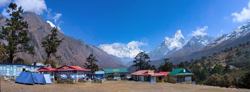 Tengboche na rota ao acampamento base de Everest nepal imagens de stock royalty free