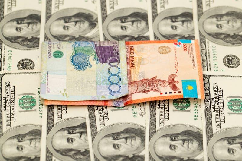 Tenge kazakh et U S Dollars photographie stock