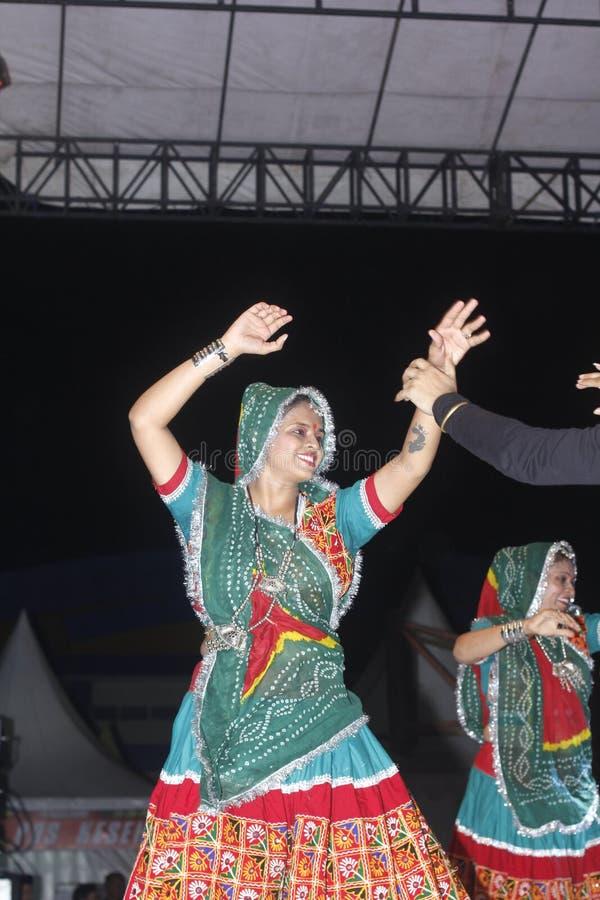 Tenggarong, im Juli 2017 indische Frauentänzer schließen sich erau Internat an lizenzfreies stockfoto