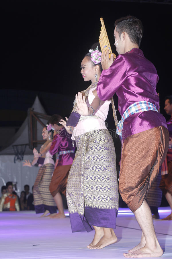 Tenggarong, julio de 2017 bailarines de los pares de Tailandia se une a en el erau Inte foto de archivo libre de regalías