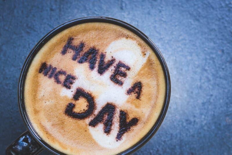 Tenha um dia agradável! E café quente fotografia de stock royalty free