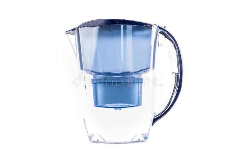 Tenir la cruche d'eau d'épuration photos stock