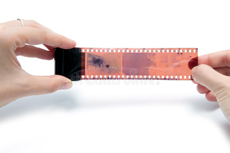 Tenir le film de photographie photo stock