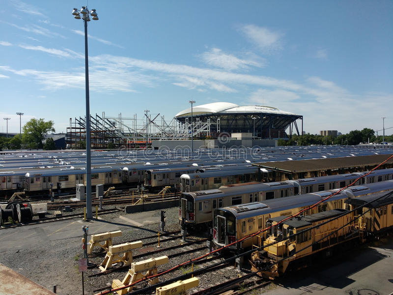 Tenis, Louis Armstrong Stadium Under Construction a un lado Arthur Ashe Stadium de Corona Rail Yard, NYC, NY, los E.E.U.U. foto de archivo libre de regalías