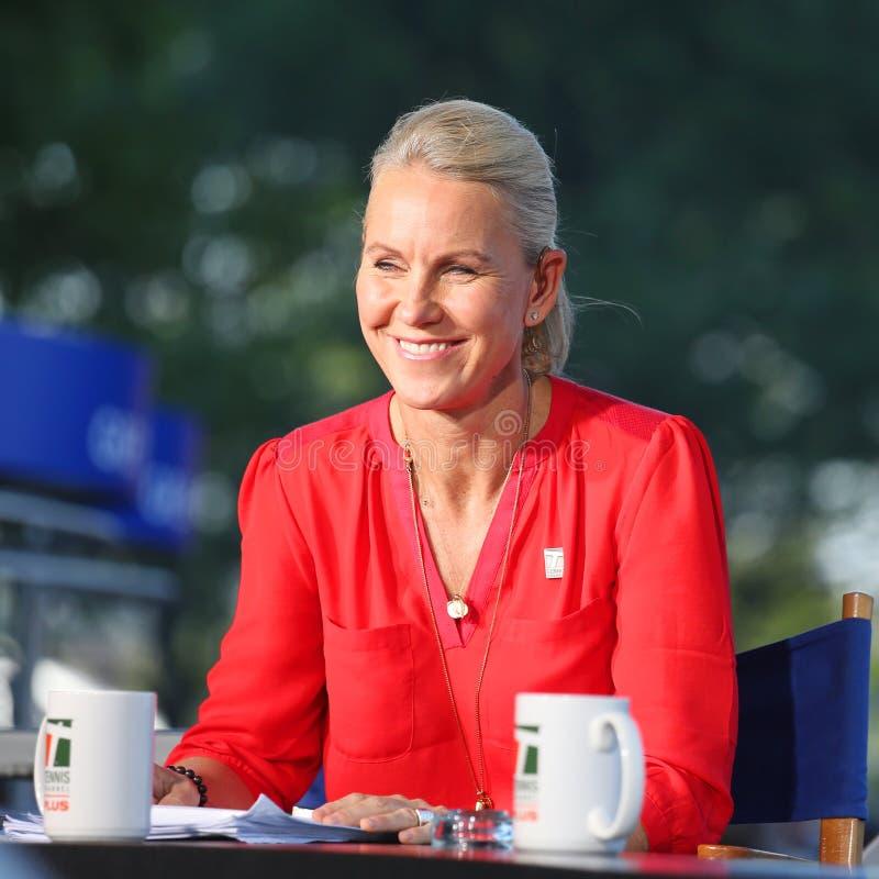 Tenisa Korytkowy komentator Rennae Stubbs podczas wywiadu przy us open 2014 i poprzedni fachowy gracz w tenisa zdjęcia stock