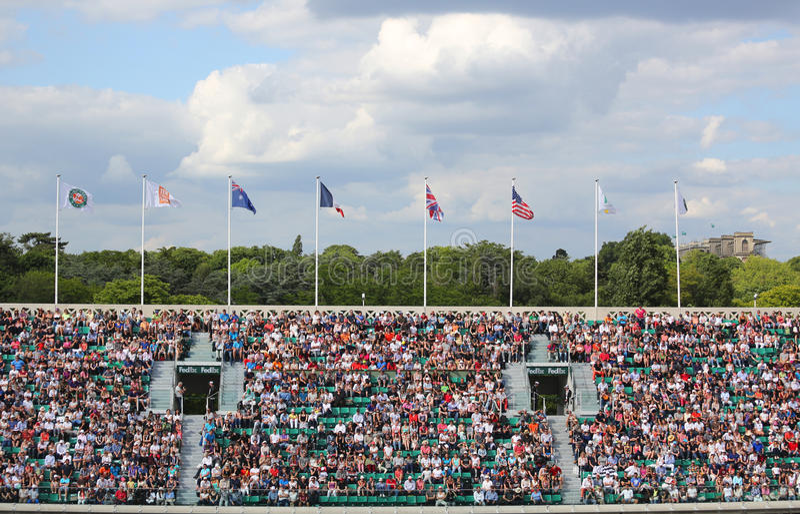 Tenisowi fan przy Dworskim Philippe Chatrier przy Le Stade Roland Garros podczas Roland Garros 2015 zdjęcie royalty free