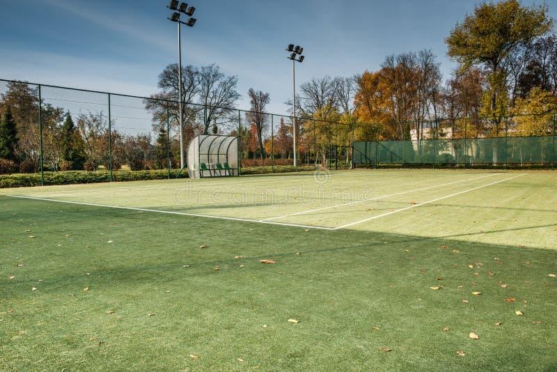 Tenisowy sąd w jesień parku zdjęcia stock