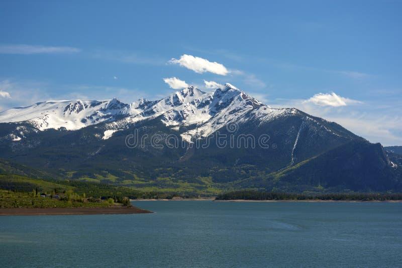 Tenmile bergskedja och Dillon Reservoir i Colorado Rockies royaltyfria foton