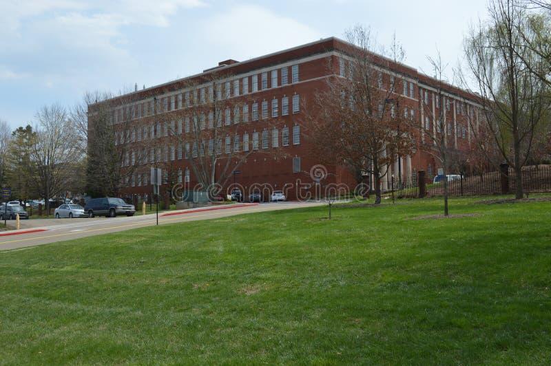 Tennessee State University est - pelouse et bâtiment photo stock