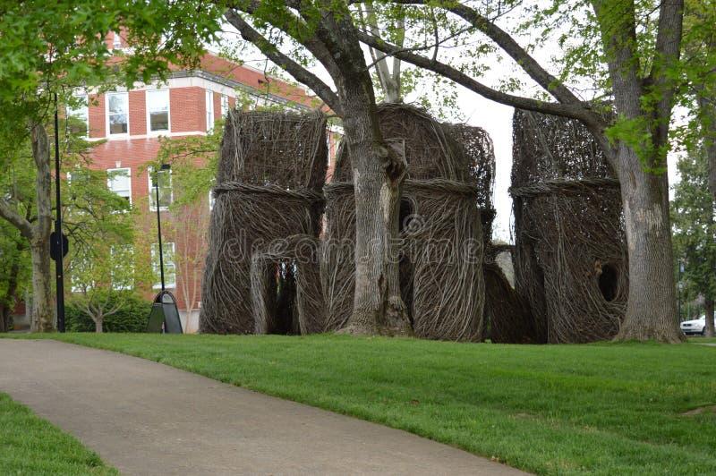 Tennessee State University est - sculpture en Arbre-branche par Patrick Dougherty image stock