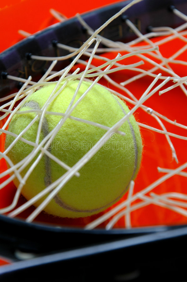 Download Tennis che restring fotografia stock. Immagine di portato - 206466