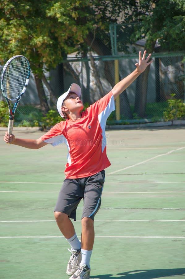Tennis de championnat parmi des juniors photos libres de droits