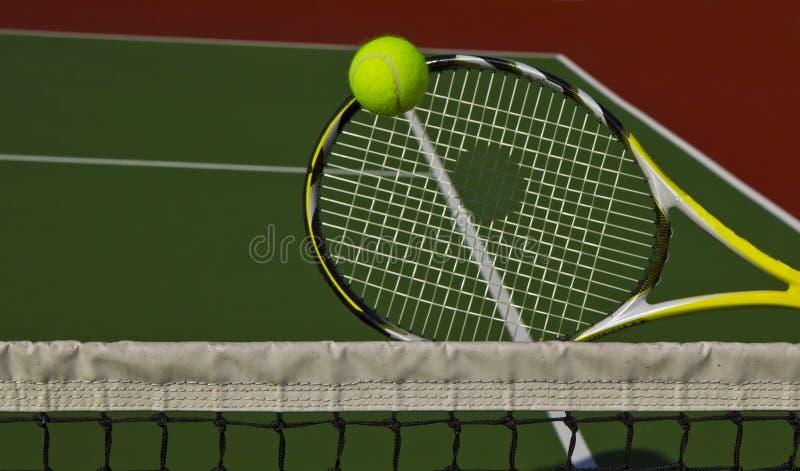 Tennis draußen lizenzfreie stockfotos