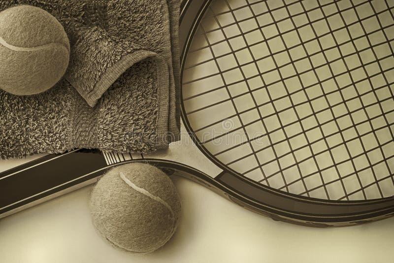 Tennis met dichte omhooggaand met racket, handdoek en ballen vector illustratie