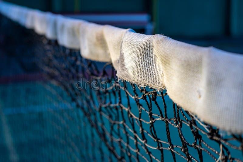 Tennis netto foto Zwart-witte netto van tennisbaanclose-up De verdeler van het sportgebied Sportconcurrenten tegenover plaatsen stock foto's