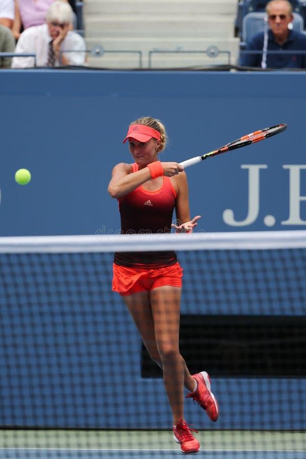 Tennis professionista Kristina Mladenovic della Francia nell'azione durante la sua partita di US Open 2015 fotografie stock libere da diritti