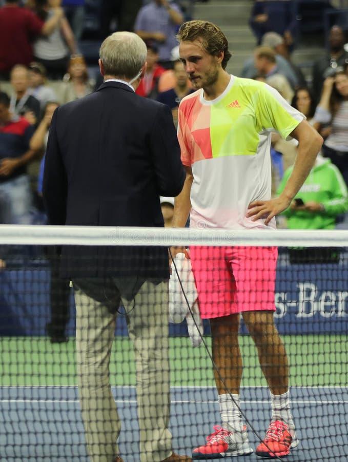 Tennis professionista Lukas Poulle della Francia durante sull'intervista della corte dopo una vittoria rotonda di tre partite all fotografie stock libere da diritti