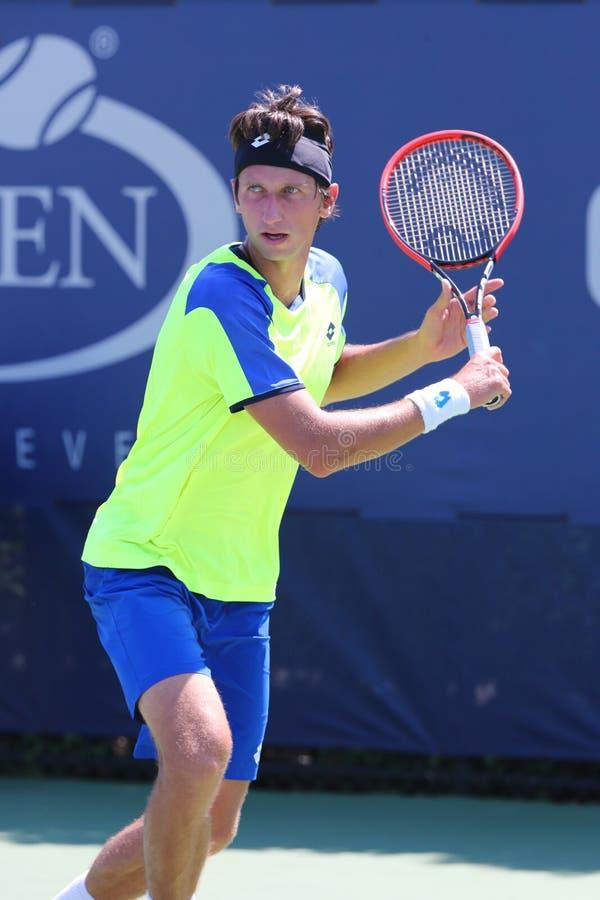 Tennis professionista Sergiy Stakhovsky dall'Ucraina durante la prima partita del giro all'US Open 2014 immagine stock libera da diritti