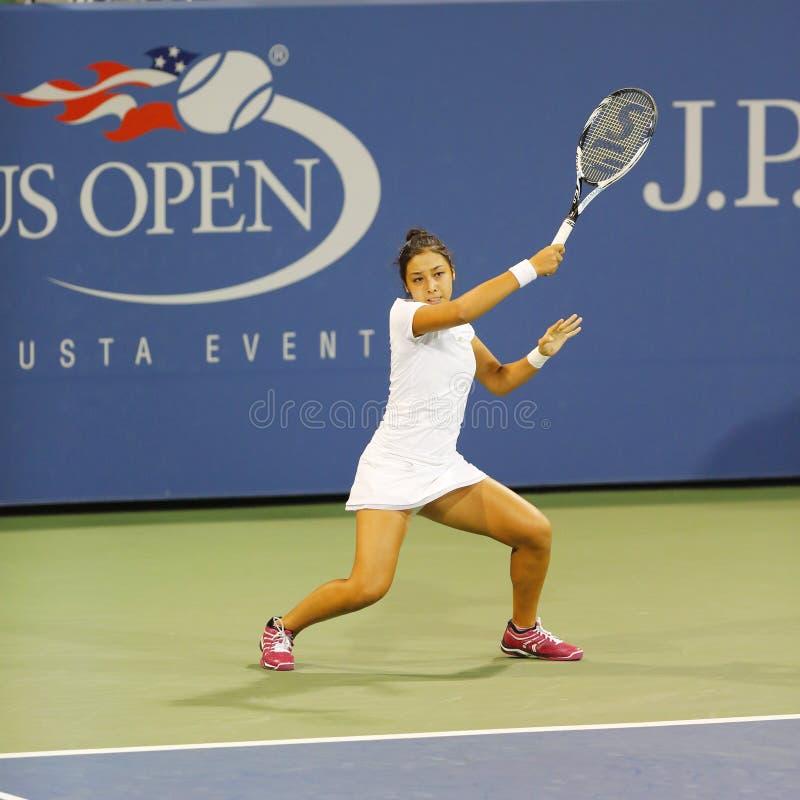 Tennis professionista Zarina Diyas durante la seconda partita del giro all'US Open 2014 immagini stock