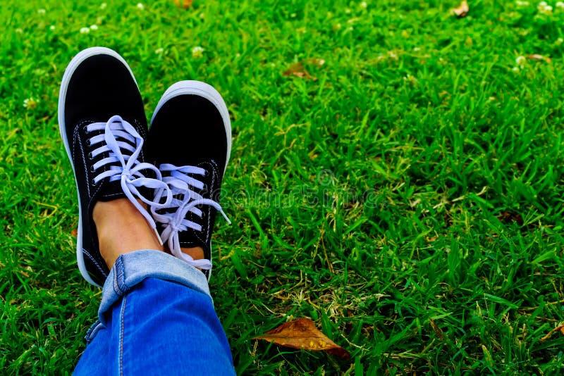 897 Feet Tennis Shoes Photos - Free